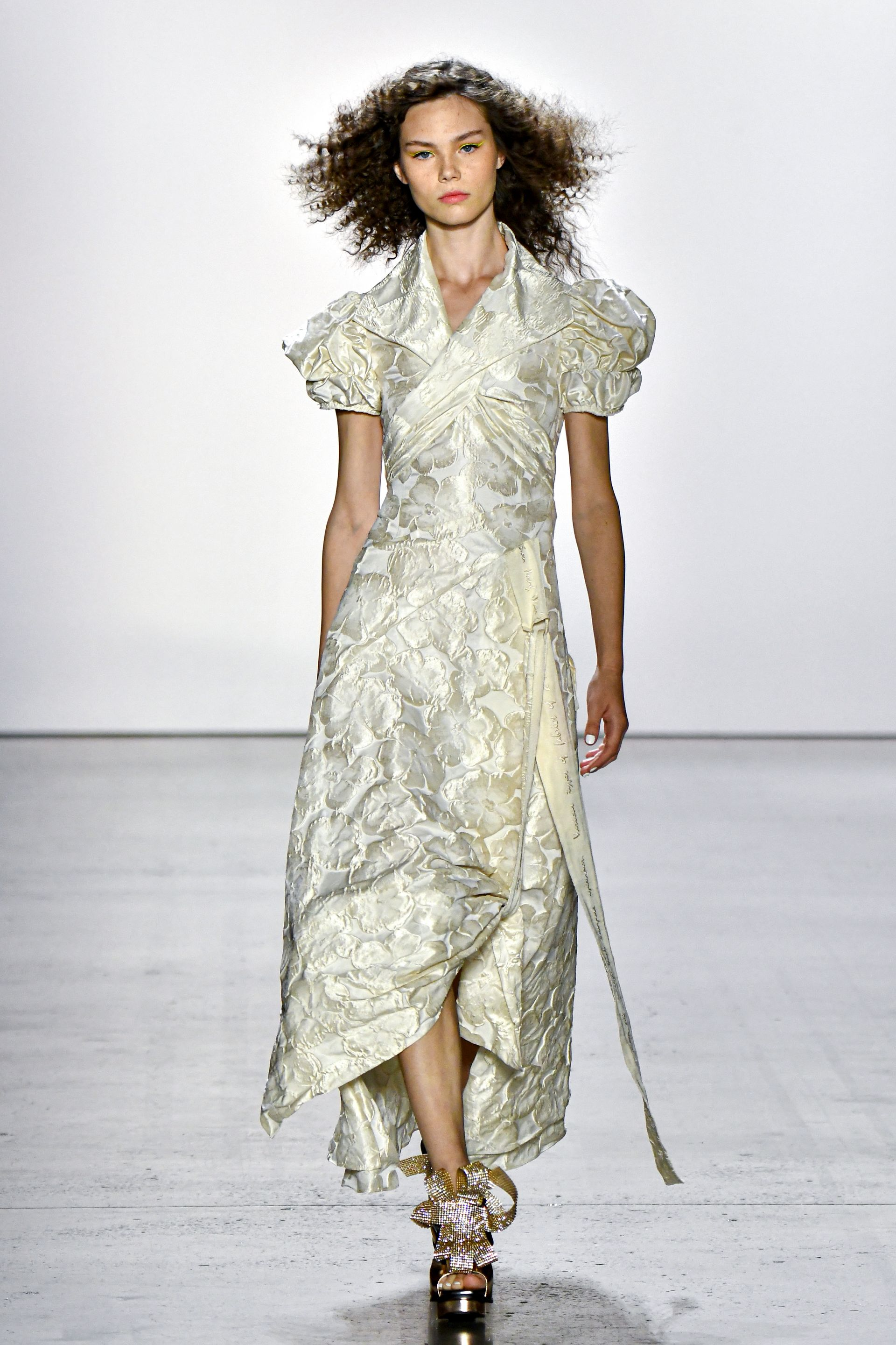 3 SPECTACULAR STORIES FROM SON JUNG WAN'S SS20 COLLECTION